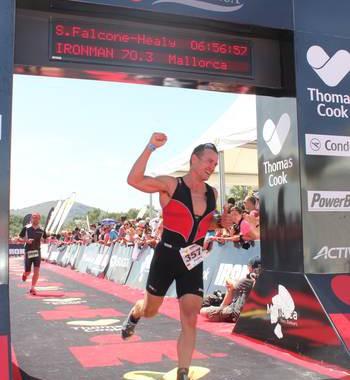 Dr. Gonzalez finisht seinen ersten 70.3 Ironman in Mallorca